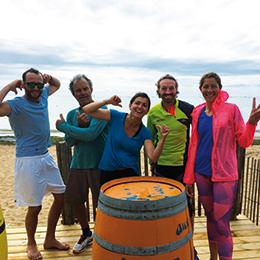 photo groupe d'amis sur la plage